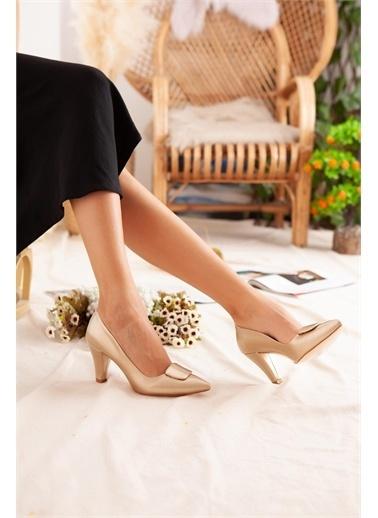 Limoya  Ten Tokalı Kısa Topuklu Stiletto Altın